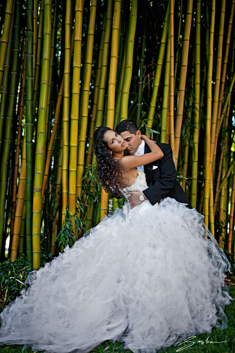 1_Sasha_Photography_bride-groom-bamboo-background
