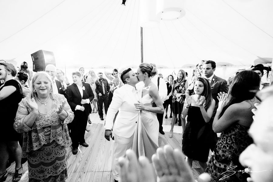 two brides kiss dancefloor