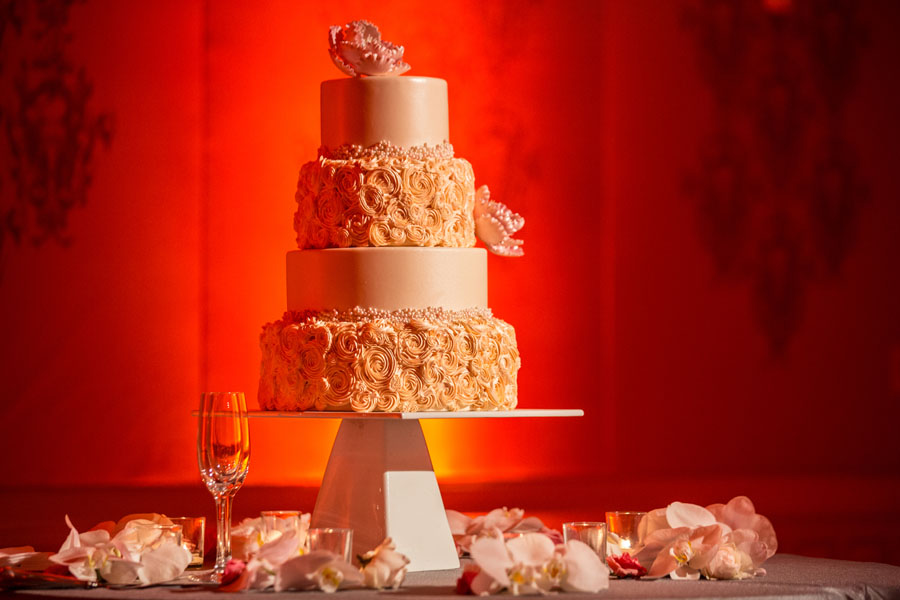 wedding cake red background