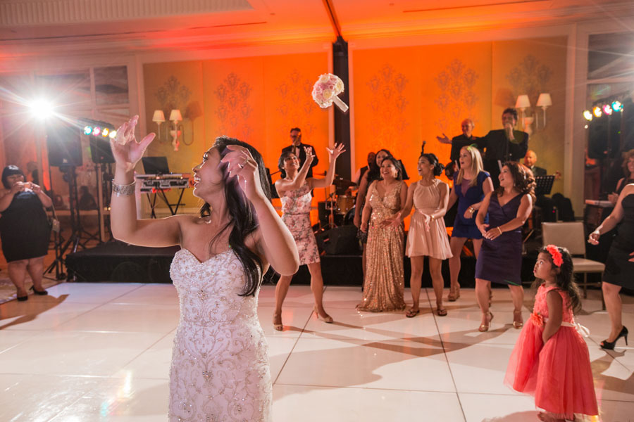 bouquet toss wedding