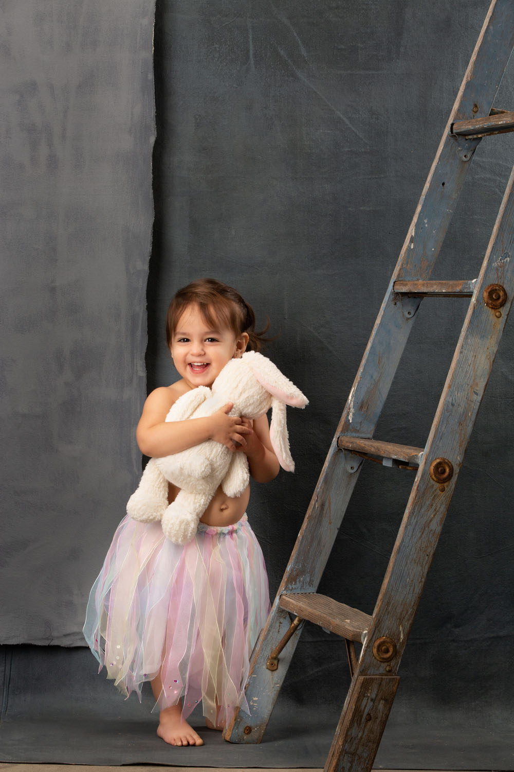 tutu-toddler-photo-with-bunny-0000